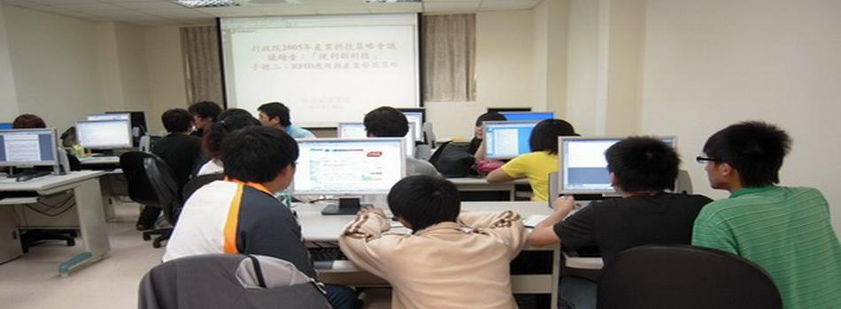 賀!數位媒體應用科、資管科學生參加全民e化資訊運動會成績斐然